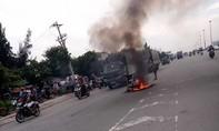 Bình Dương: Xe máy bốc cháy trơ khung, hai thiếu nữ thoát nạn gang tấc