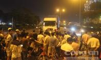 Hai nam thanh niên thương vong sau va chạm với xe container