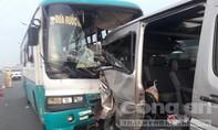 Xe công nhân tông đuôi xe khách trên cao tốc, 7 người thương vong