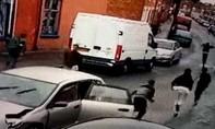 CLIP: 9 người trên Honda Civic tháo chạy sau cú húc đuôi Audi