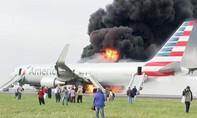 CLIP: Máy báy chở gần 200 khách cháy ngùn ngụt trên đường băng