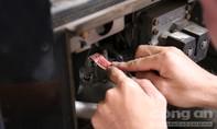 TP.HCM: Dán tem chống gian lận và quản lý thuế tại các cây xăng
