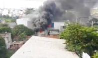 Bà bồng cháu 2 tuổi chạy khỏi căn nhà cháy rực