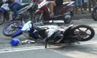 Xe máy đối đầu nát bươm giữa đường, 1 người nguy kịch