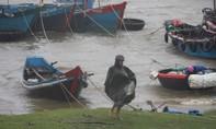Quảng Trị và Thừa Thiên - Huế tơi bời vì bão số 10