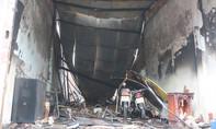 Clip hiện trường cháy cửa hàng sơn làm 3 người thương vong