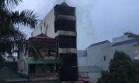 Cháy nhà 5 tầng trong đêm khiến hai cháu nhỏ tử vong