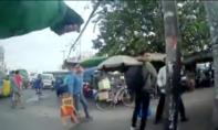 Xe ôm truyền thống và GrabBike 'đại chiến' ở cổng bến xe