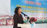 Phó Chủ tịch nước tặng quà tại Làng trẻ em SOS