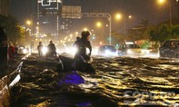 Đường Nguyễn Hữu Cảnh 'thất thủ' trước khi 'siêu' máy bơm khởi động