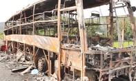 Phú Yên: Xe khách di chuyển trên quốc lộ 1 bất ngờ cháy trụi
