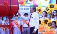Phó Thủ tướng Thường trực Trương Hoà Bình đánh trống khai giảng tại trường THPT Võ Văn Kiệt