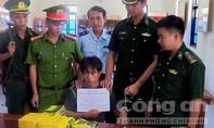 Bắt đối tượng vận chuyển 10kg ma túy 'đá' từ Lào về Việt Nam