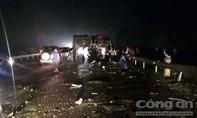 Xe khách và xe tải tông nhau, người bị thương la liệt kêu cứu