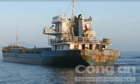 Tạm giữ tàu chở hơn 1.800 tấn hàng không rõ nguồn gốc