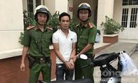 """TP.HCM: Cảnh sát cơ động bắt nóng tên """"đá xế"""" có 2 tiền án"""