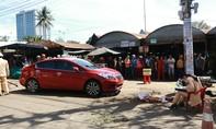 Ô tô do nữ tài xế lái lao lên vỉa hè, tông người bán hoa tử vong