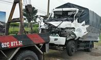 Tai nạn liên hoàn, người dân cạy cửa cứu tài xế trong cabin