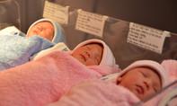 Sản phụ 35 tuổi ở Sài Gòn sinh thường 3 con cùng lúc