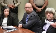 Cặp vợ chồng Mỹ  phủ nhận tội hành hạ 13 người con