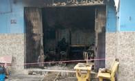 Cảnh sát PCCC cứu 2 người kẹt trong căn nhà bốc cháy