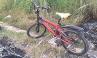 Người đàn ông chết cháy bên chiếc xe đạp đỏ