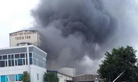 Cháy lớn tại nhà máy sản xuất thức ăn chăn nuôi