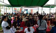 Bác sĩ Sài Gòn về vùng lũ khám bệnh miễn phí cho người dân