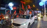 Người Sài Gòn 'cỡi' ô tô đi ăn mừng U23 Việt Nam vào chung kết