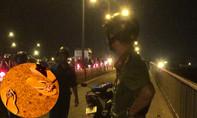 Người dân bơi ra sông Sài Gòn cứu hai cô gái nắm tay nhau nhảy cầu tự tử