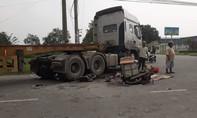 Xe container đụng chết người, tài xế vội vàng bỏ trốn