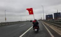 Người hâm mộ ra sân bay Nội Bài chờ đón U23 Việt Nam