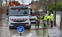 Paris ngập trong nước lũ, hàng trăm người phải sơ tán