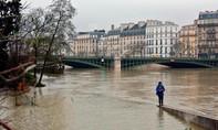 """Paris """"thất thủ"""" vì nước lũ, 1.000 dân sơ tán"""