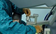 Robot cắt tuyến tiền liệt và túi tinh cứu người đàn ông ung thư