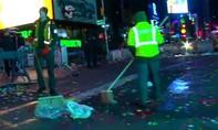 Quảng trường Thời Đại ngập trong hơn 50 tấn rác sau đêm đón năm mới