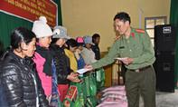 Trao quà Tết cho bà con nghèo Lâm Đồng