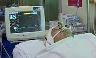 Cựu giáo viên giúp người gặp nạn trên đường, bị ôtô tông vỡ sọ
