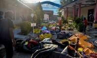 Indonesia chôn cất tập thể các nạn nhân thảm họa kép