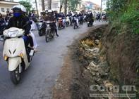 Lâm Đồng: Nguy hiểm rình rập học sinh ngay trước cổng trường
