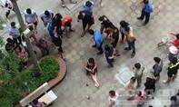 Bắn gục người phụ nữ trong sân chung cư rồi lên xe bỏ trốn