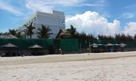 Người nước ngoài nằm chết trên bãi biển