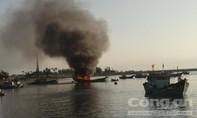 Tàu cá nổ trên biển trong đêm, 14 ngư dân thương vong