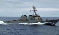 Chiến hạm Trung Quốc áp sát tàu chiến Mỹ trên Biển Đông