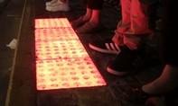 Thượng Hải lắp đèn dưới lòng đường 'hỗ trợ' người nghiện smartphone