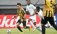 Cầu thủ U19 Malaysia khiến đối thủ gãy chân
