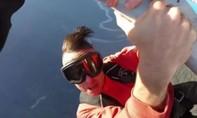 Biễu diễn trên cánh máy bay, ca sĩ Canada tử nạn