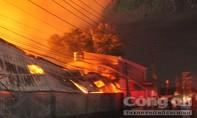 Xuyên đêm chữa cháy tại cụm công nghiệp sản xuất gỗ ở Đồng Nai