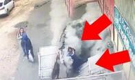 Hố tử thần bất ngờ xuất hiện nuốt chửng hai phụ nữ đang 'buôn chuyện'