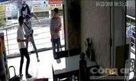 Một người dân sống ở chung cư Carina bị truy sát